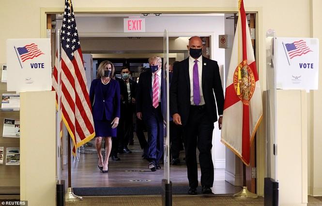Tổng thống Mỹ bỏ phiếu sớm: 'Tôi bầu cho một người tên Trump' - ảnh 2