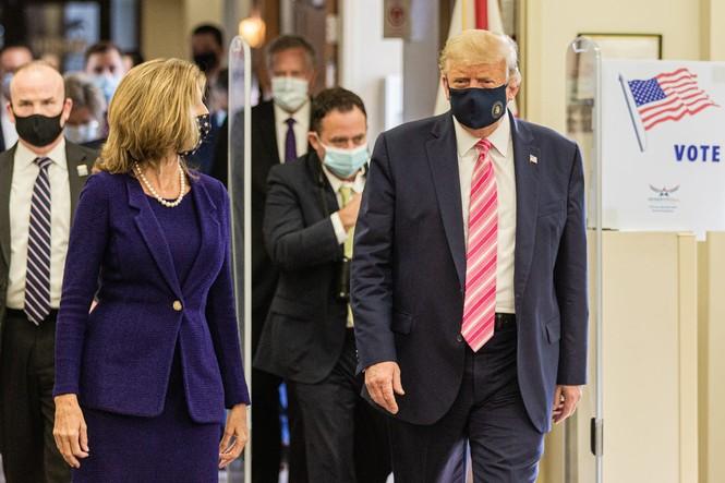Tổng thống Mỹ bỏ phiếu sớm: 'Tôi bầu cho một người tên Trump' - ảnh 4