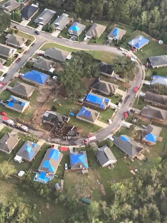 Máy bay Hải quân Mỹ rơi trúng nhà dân, cả phi hành đoàn thiệt mạng - ảnh 1