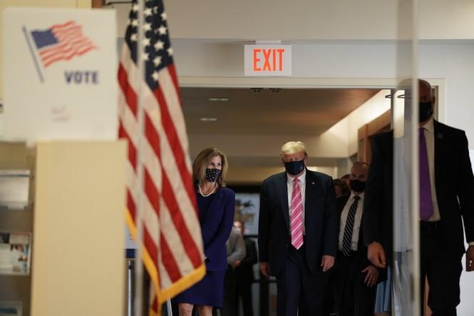 Tổng thống Mỹ bỏ phiếu sớm: 'Tôi bầu cho một người tên Trump' - ảnh 3