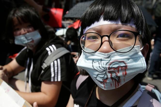 biểu tình Hong Kong trưởng đặc khu xin lỗi Joshua Wong được thả - ảnh 3