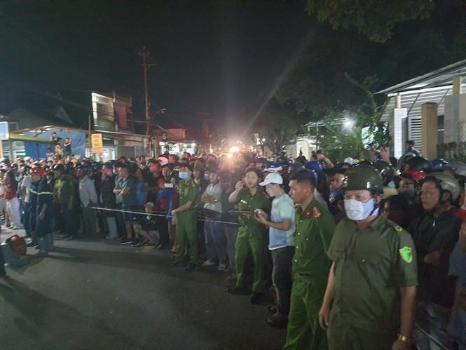Hiện trường vụ tai nạn xe tải tông vào nhà dân ở Quảng Ngãi làm 3 người chết - ảnh 14