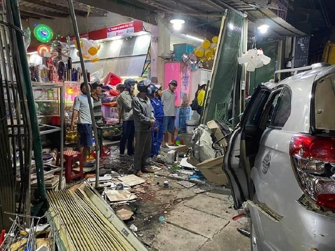 Hiện trường vụ tai nạn xe tải tông vào nhà dân ở Quảng Ngãi làm 3 người chết - ảnh 8