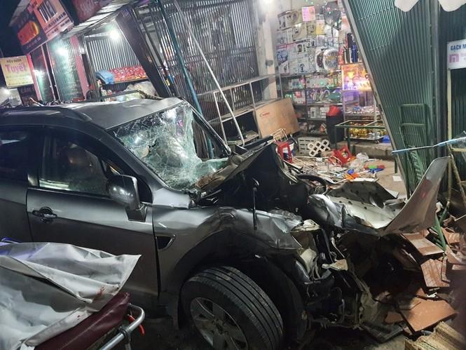 Hiện trường vụ tai nạn xe tải tông vào nhà dân ở Quảng Ngãi làm 3 người chết - ảnh 9