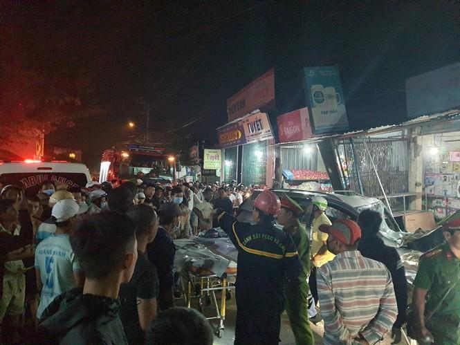 Hiện trường vụ tai nạn xe tải tông vào nhà dân ở Quảng Ngãi làm 3 người chết - ảnh 5