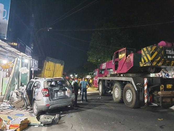 Hiện trường vụ tai nạn xe tải tông vào nhà dân ở Quảng Ngãi làm 3 người chết - ảnh 4
