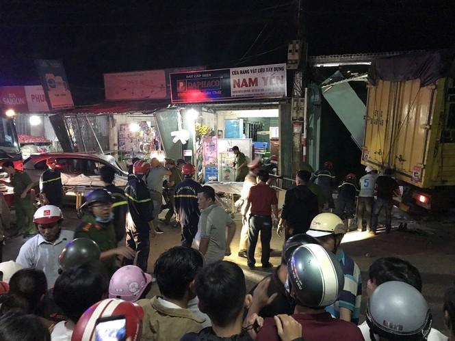 Hiện trường vụ tai nạn xe tải tông vào nhà dân ở Quảng Ngãi làm 3 người chết - ảnh 7