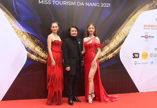 Tiểu Vy, Kiều Loan 'cầm cân nảy mực' Hoa khôi Du lịch Đà Nẵng 2021 - ảnh 3
