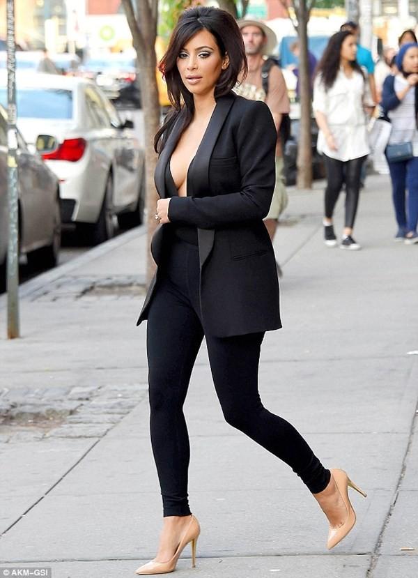 Cô Kim liên tục ăn mặc sexy ra đường sau đám cưới - ảnh 5