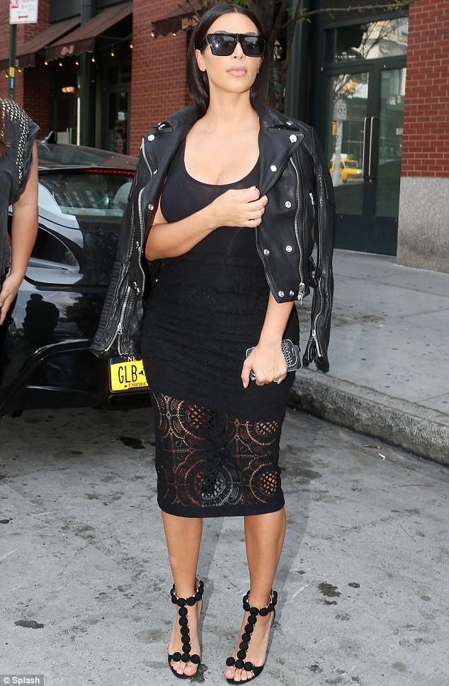 Cô Kim liên tục ăn mặc sexy ra đường sau đám cưới - ảnh 3