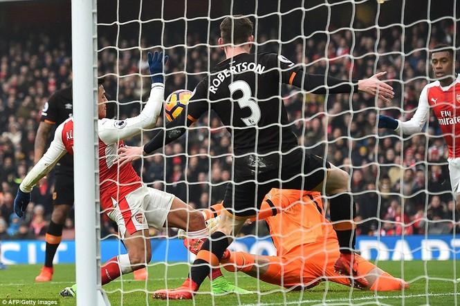 Trọng tài nhận sai vì biếu Arsenal bàn thắng bằng tay - ảnh 1