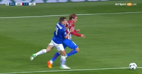 Leicester bốc hoả vì bàn thắng 'tưởng tượng' của Atletico - ảnh 1