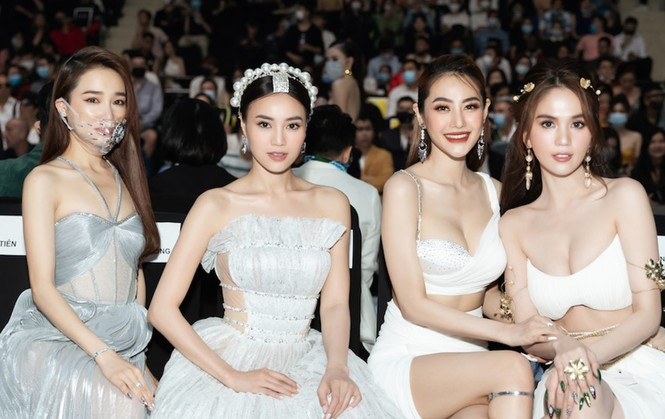 Giờ thì netizen đã biết vì sao Linh Chi vô tư ngồi vào ghế dành cho Nhã Phương - ảnh 4