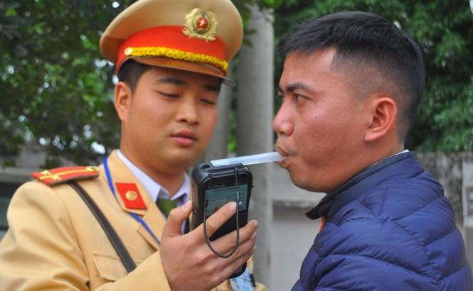 Hà Nội xử phạt hơn trăm trường hợp 'quá chén' - ảnh 5