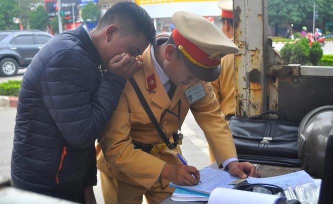 Hà Nội xử phạt hơn trăm trường hợp 'quá chén' - ảnh 6