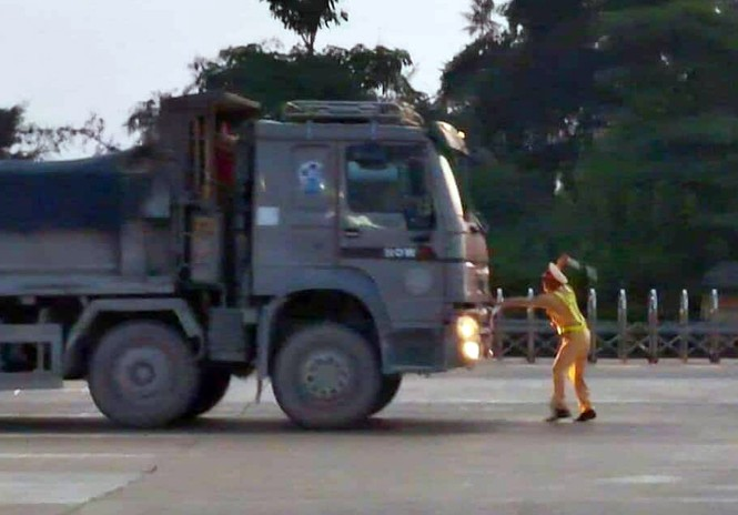 Tài xế gọi điện 'cầu cứu' khi bị CSGT phát hiện chở quá tải - ảnh 5