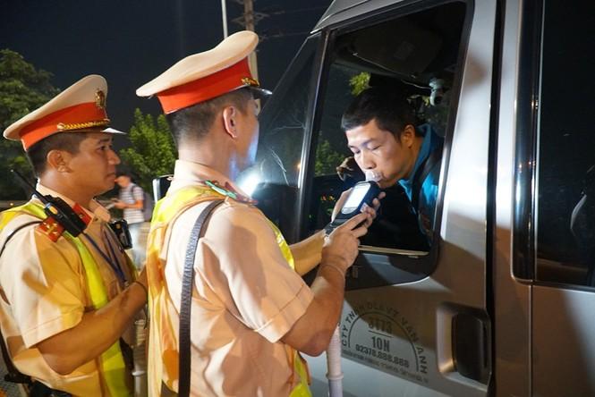 Tài xế gọi điện 'cầu cứu' khi bị CSGT phát hiện chở quá tải - ảnh 8