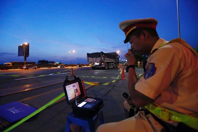 Tài xế gọi điện 'cầu cứu' khi bị CSGT phát hiện chở quá tải - ảnh 3