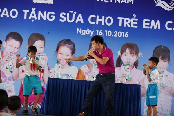 Quỹ sữa Vươn cao Việt Nam tiếp tục tặng sữa cho trẻ em tại Cần Thơ - ảnh 9