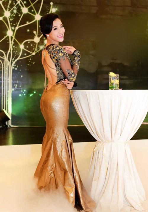 Hoàng Oanh khoe lưng trần sexy - ảnh 3