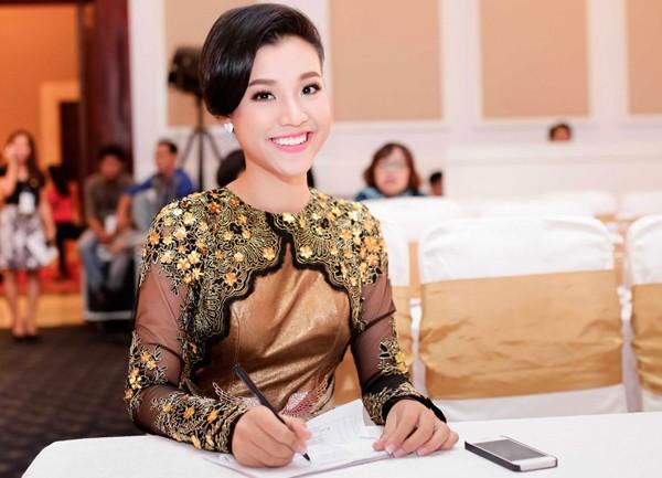 Hoàng Oanh khoe lưng trần sexy - ảnh 5