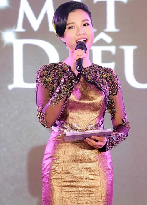 Hoàng Oanh khoe lưng trần sexy - ảnh 6