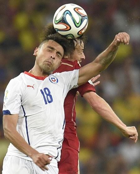 Nét mặt 'khó đỡ' của các sao trên sân cỏ World Cup - ảnh 14