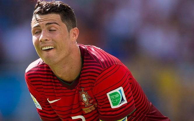 Nét mặt 'khó đỡ' của các sao trên sân cỏ World Cup - ảnh 1