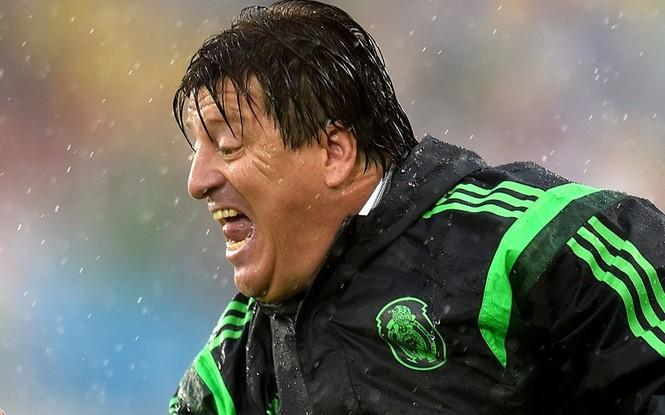 Nét mặt 'khó đỡ' của các sao trên sân cỏ World Cup - ảnh 3