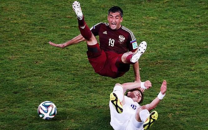 Nét mặt 'khó đỡ' của các sao trên sân cỏ World Cup - ảnh 8