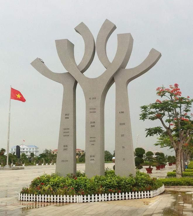 Tượng đài hoà bình ở miền cửu long giang - ảnh 1