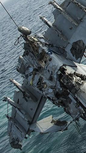 Cận cảnh lính Mỹ trục vớt tiêm kích F/A-18 dưới biển - ảnh 4