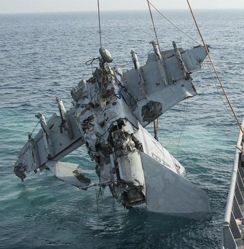 Cận cảnh lính Mỹ trục vớt tiêm kích F/A-18 dưới biển - ảnh 5