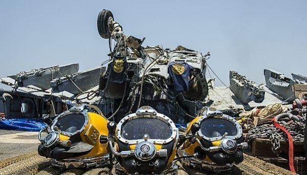 Cận cảnh lính Mỹ trục vớt tiêm kích F/A-18 dưới biển - ảnh 9