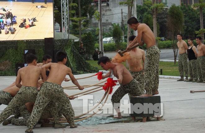 Cận cảnh võ thuật siêu phàm của đặc công Việt Nam - ảnh 11