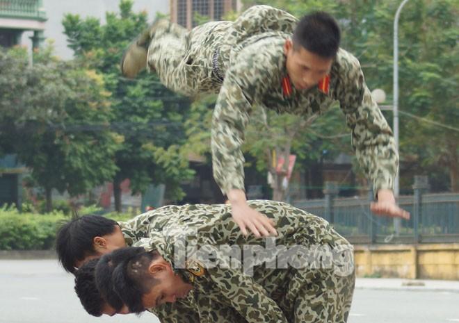 Cận cảnh võ thuật siêu phàm của đặc công Việt Nam - ảnh 3