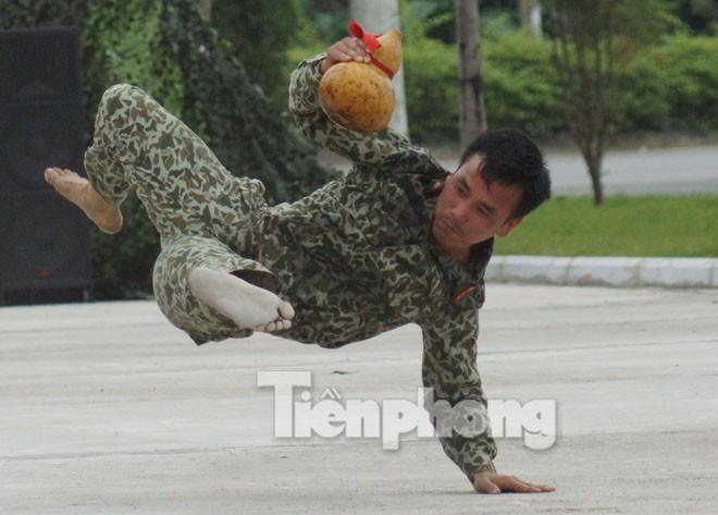 Cận cảnh võ thuật siêu phàm của đặc công Việt Nam - ảnh 5