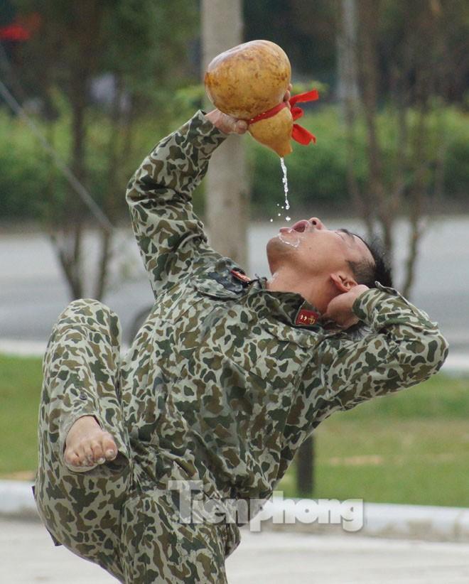 Cận cảnh võ thuật siêu phàm của đặc công Việt Nam - ảnh 4