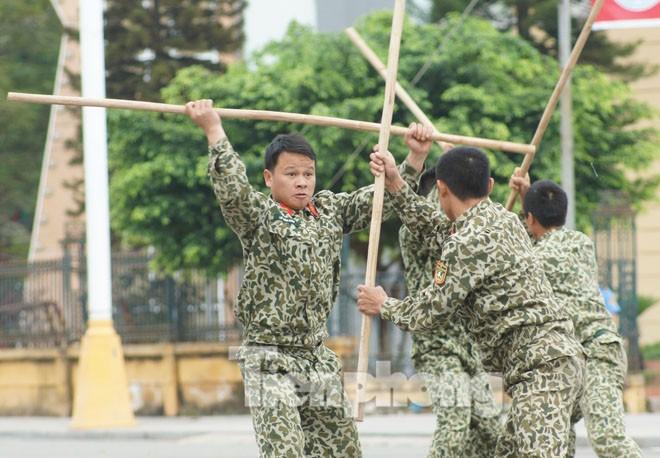 Cận cảnh võ thuật siêu phàm của đặc công Việt Nam - ảnh 6