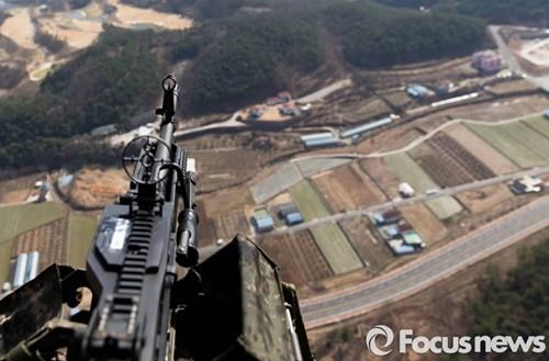 Tận thấy trực thăng 'khủng' Surion Hàn Quốc lần đầu tập trận - ảnh 10