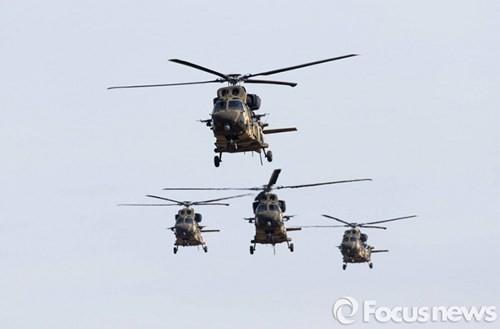 Tận thấy trực thăng 'khủng' Surion Hàn Quốc lần đầu tập trận - ảnh 15