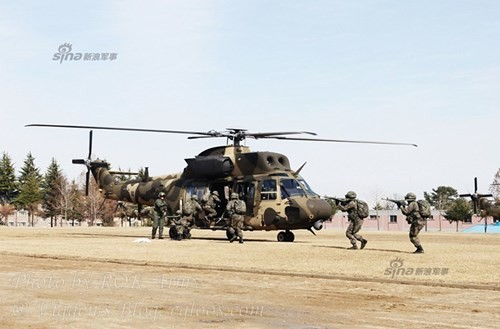 Tận thấy trực thăng 'khủng' Surion Hàn Quốc lần đầu tập trận - ảnh 2