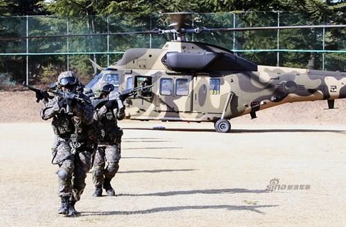 Tận thấy trực thăng 'khủng' Surion Hàn Quốc lần đầu tập trận - ảnh 4