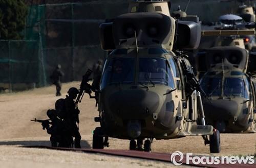 Tận thấy trực thăng 'khủng' Surion Hàn Quốc lần đầu tập trận - ảnh 8