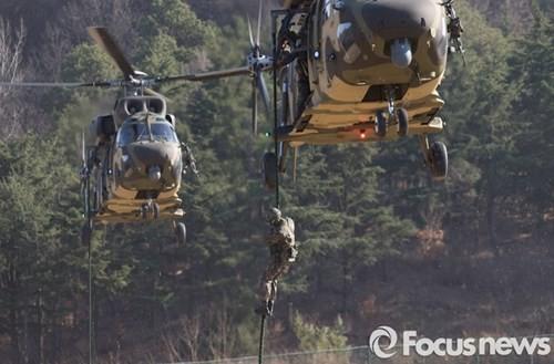 Tận thấy trực thăng 'khủng' Surion Hàn Quốc lần đầu tập trận - ảnh 9