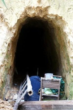 Mục sở thị đường hầm của Bí thư huyện ở Quảng Nam - ảnh 6