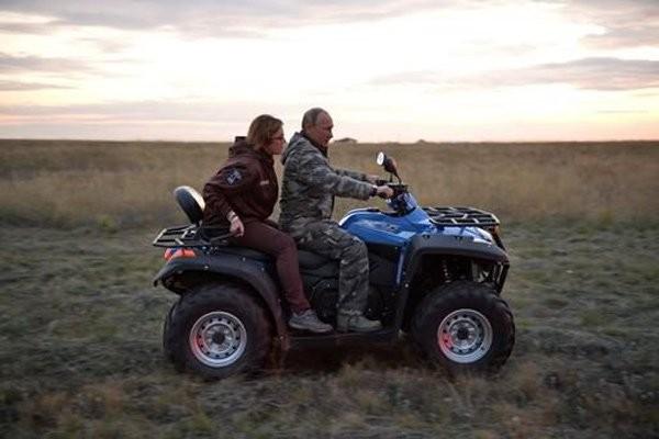 Putin chăm sóc ngựa hoang quý hiếm - ảnh 1
