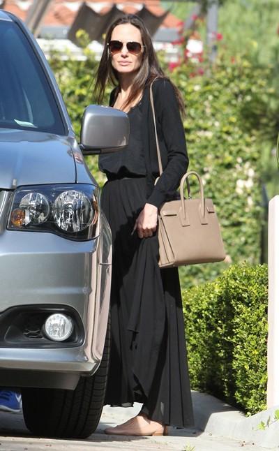 Angelina Jolie gầy gò khi xuất hiện công khai sau ly hôn - ảnh 1