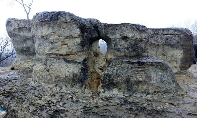 Khối đá 6 tấn giống phi thuyền ngoài hành tinh ở Trung Quốc - ảnh 4