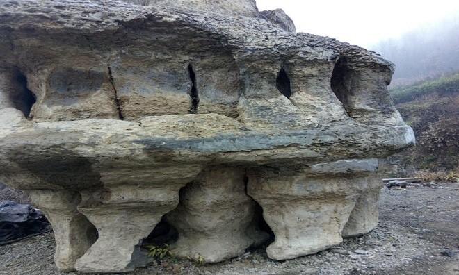 Khối đá 6 tấn giống phi thuyền ngoài hành tinh ở Trung Quốc - ảnh 5